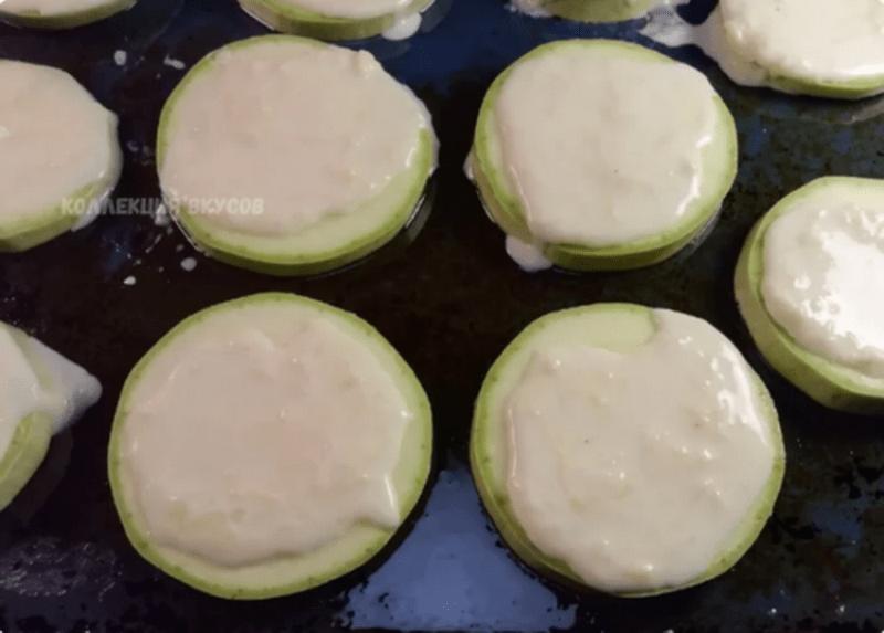 Кабачки теперь не жарю, а готовлю в духовке: проще, вкуснее и у плиты стоять не нужно